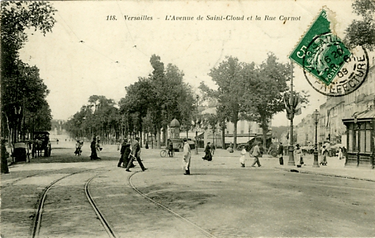 Groupe sur l'avenue de Saint Cloud.